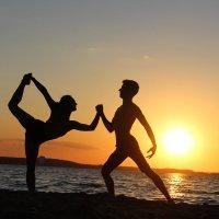 Танцы перед закатом :: Алексей Соколовский