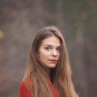 Екатерина на осенней набережной :: Надежда Журавкова