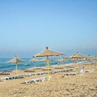 Пляжи западного Крыма... Штормовое ждёт гостей... :: Сергей Леонтьев