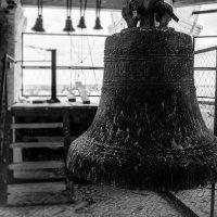 На древней колокольне :: Леонид