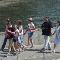 Туристы в Минске :: Александр Сапунов