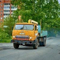 Старенький МАЗ, продолжая колесить по дорогам нашей необъятной страны  :: Владислав Левашов