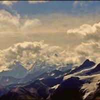 Там, где горы обнимают облака :: Александр Алексеенко