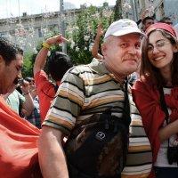 Автопортрет с фанаткой Туниса... :: Юрий Яньков