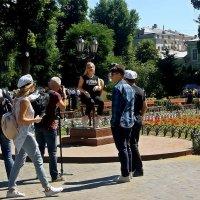 на площади О. Бендера ажиотаж... :: Александр Корчемный