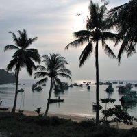 Заход солнца на крайней точке Вьетнама. Через пролив видна Камбоджа. :: Leonid Voropaev