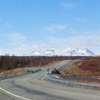 Наша дорога через руч.Жёлтый... На горизонте, ещё вся в снегу, г. Чёрная. :: Ирина Яромина