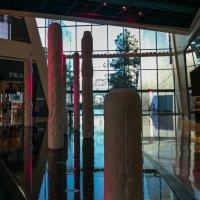 """Ледяные столбы высотой до 5 м (в отеле """"The Cosmopolitan"""", Лас Вегас) :: Юрий Поляков"""
