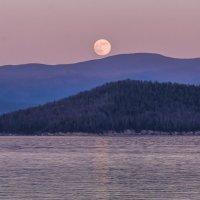 восход луны во время заката (18.46) :: Георгий