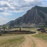 Деревня у горы :: Владимир Гришин
