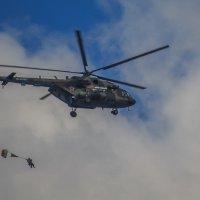 Прыжок с вертолета :: Сергей Цветков