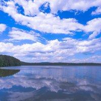 отражаясь в озере :: Василий И Иваненко