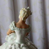 Фарфоровая скульптурная композиция «Балерина завязывающая пуанты», :: Надежд@ Шавенкова