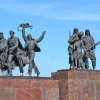 Монумент героическим защитникам Ленинграда :: Laryan1