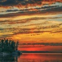 Ни один из восходов никогда не будет похож на другие, потому что краски неба многоцветны и уникальны :: Андрей Лепилин