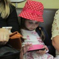 Девочка с гаджетом :: Дмитрий Никитин
