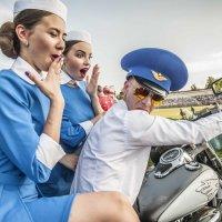 Первым делом, первым делом самолёты, ну а девушек всегда с собой берём...)) :: Владимир Хиль