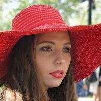 Вика в шляпе. :: Александр Бабаев