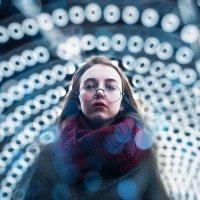 Девушка на фоне расфокусированных огней :: Lenar Abdrakhmanov