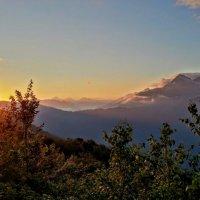 Вершины КРАСНОЙ ПОЛЯНЫ НА ЗАКАТЕ :: Tata Wolf