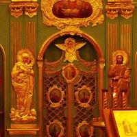 Медный чеканный иконостас подземной церкви Елены и Константина :: Татьяна Помогалова