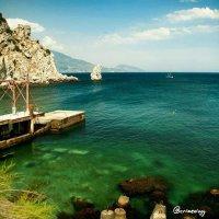 Скала Парус... Зелёная синь Чёрного моря... Rock Parus... Green blue of the Black Sea... :: Сергей Леонтьев