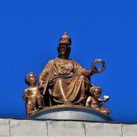 На куполе крыши Академии Художеств... :: Sergey Gordoff