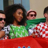Мисс Нигерия и хорватские болельщики :: Александра