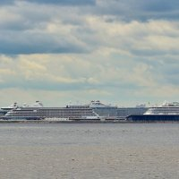 В нашу гавань заходили корабли... :: Евгений Яхим