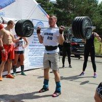 Соревнование тяжелоатлетов :: Вячеслав & Алёна Макаренины