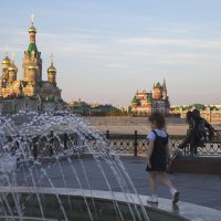 Однажды вечером у фонтана. :: Анатолий Грачев