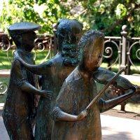 Фрагмент памятника «Одесский время» :: Наталья Каракуца
