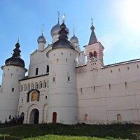 Надвратная церковь Воскресения. Вход в Ростовский кремль со стороны Успенского собора. :: Натала ***