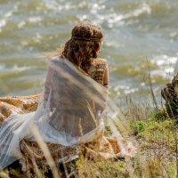 Смотрящая на реку :: Евгения Сихова