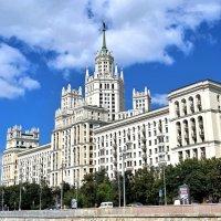 Знаменитая высотка на Котельнической набережной.(1938—1940 и 1948—1952) :: Татьяна Помогалова