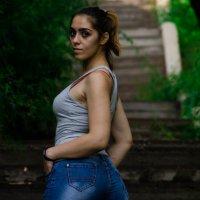 Карина на лестнице :: Илья Браславец