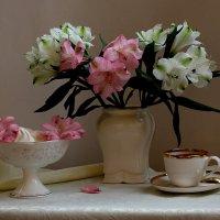 натюрморт с цветами альстромерии :: Татьяна