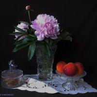 Пионы и персики :: Nina Yudicheva