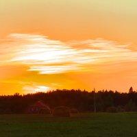 Закат. В деревенской местности. :: Сергей Гутерман