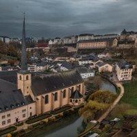 Пасмурным днем в Люксембурге... :: Александр Вивчарик