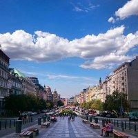 Вацлавская площадь и облака :: Ольга Богачёва