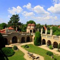 Двор замка Бори :: Валентина