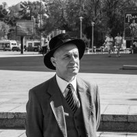 Товарищ в шляпе :: Александр