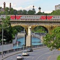 Яуза. Мост. Поезд. :: Евгений