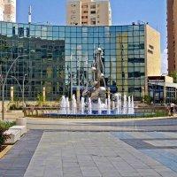 площадь с фонтаном :: Александр Корчемный