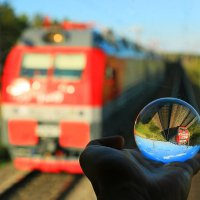 Поезд в шаре :: Алексей Белик