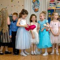 Перед Выпускным балом в детском саду :: Дмитрий Конев