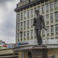 Памятник Попову :: Сергей Цветков