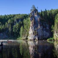 """Утренняя рыбалка у камня """"Столбы"""" :: Александр Кафтанов"""