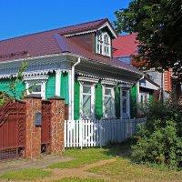 Домик окнами в сад :: Евгений